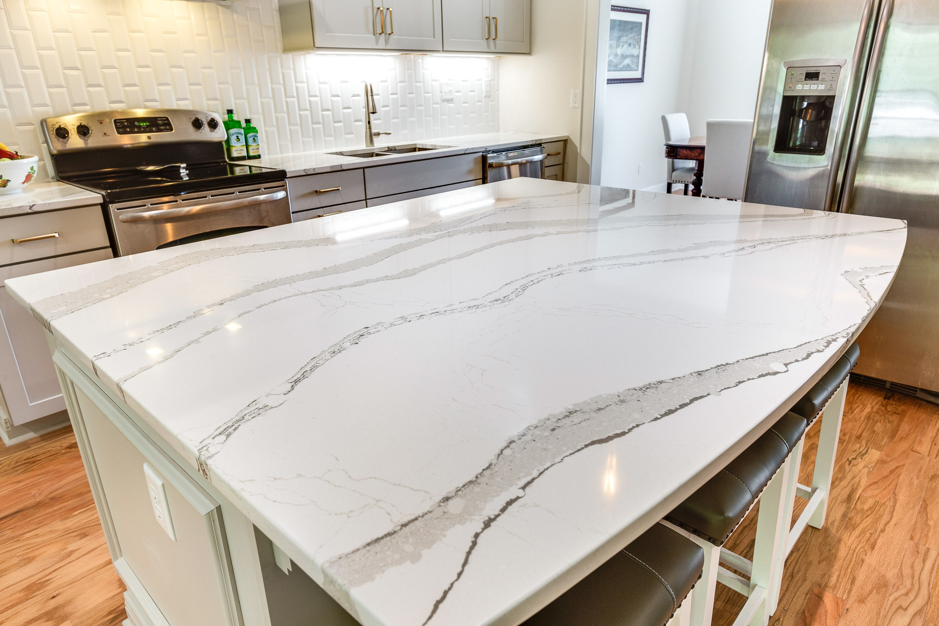 The Cambria Britannica quartz kitchen island countertop is arc shaped in the seating area.