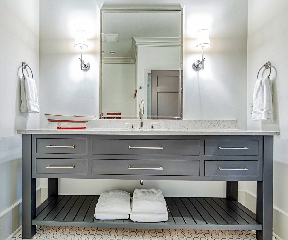 Furniture Style Vs Traditional Cabinet, Bathroom Vanities That Look Like Furniture