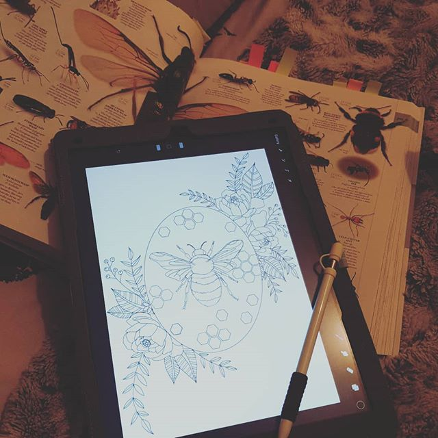 This afternoon been drawing up this bee 🐝. #freelanceartists #bee #beeillustration #artistinporttalbot #flowers #nature #tattooideas #tattooart #ipadpro #procreate #kerrylouisearts #naturalhistory #insects #porttalbotart #southwalesart #wip #sketch