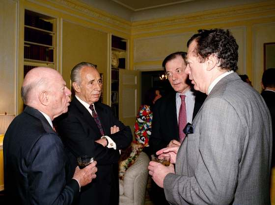 Former Israeli president Shimon Peres, second from left, listens to Edgar Bronfman during a 1995 lunch thrown in Peres' honor. From left are: Laurence Tisch, Chairman, President and Chief executive officer of CBS; Israeli Ambassador to the United States. Itamar Rabinowitz and Bronfman. David Karp