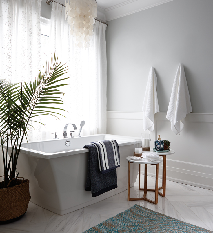 A chic tub-side configuration; Image via Pinterest