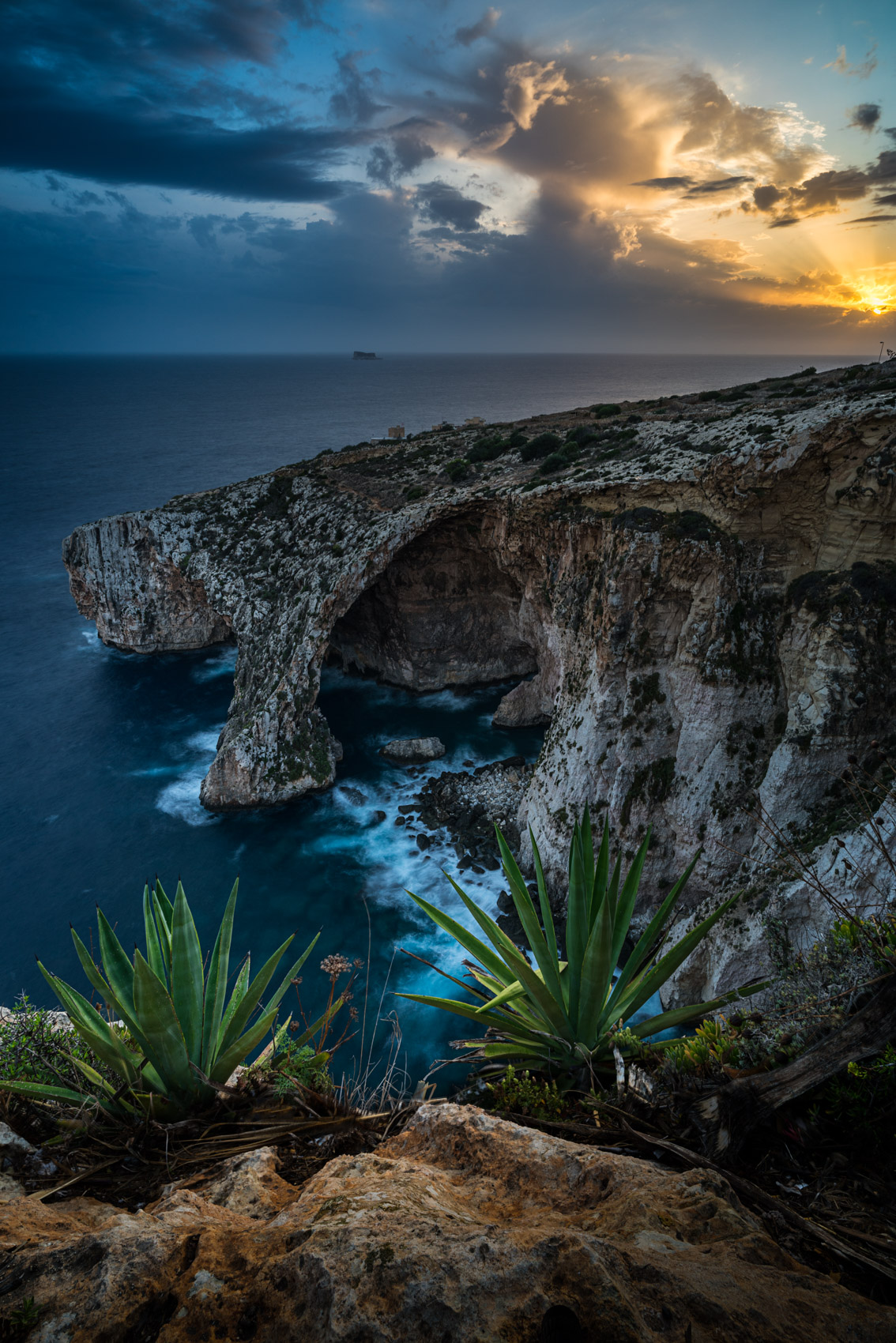 Blue grotto at sunset. - Technical details: 2.5 sec at f/11, iso 100