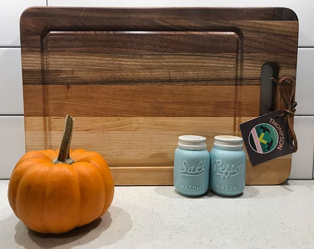 It's 🎃 carving season! Protect those counters with a handcrafted cutting board.  #pumkinpatch #pumkin #fall #falldecorations #falldecorating #falldecor #cuttingboard #cuttingboards #handcrafted #thompsonwood_works