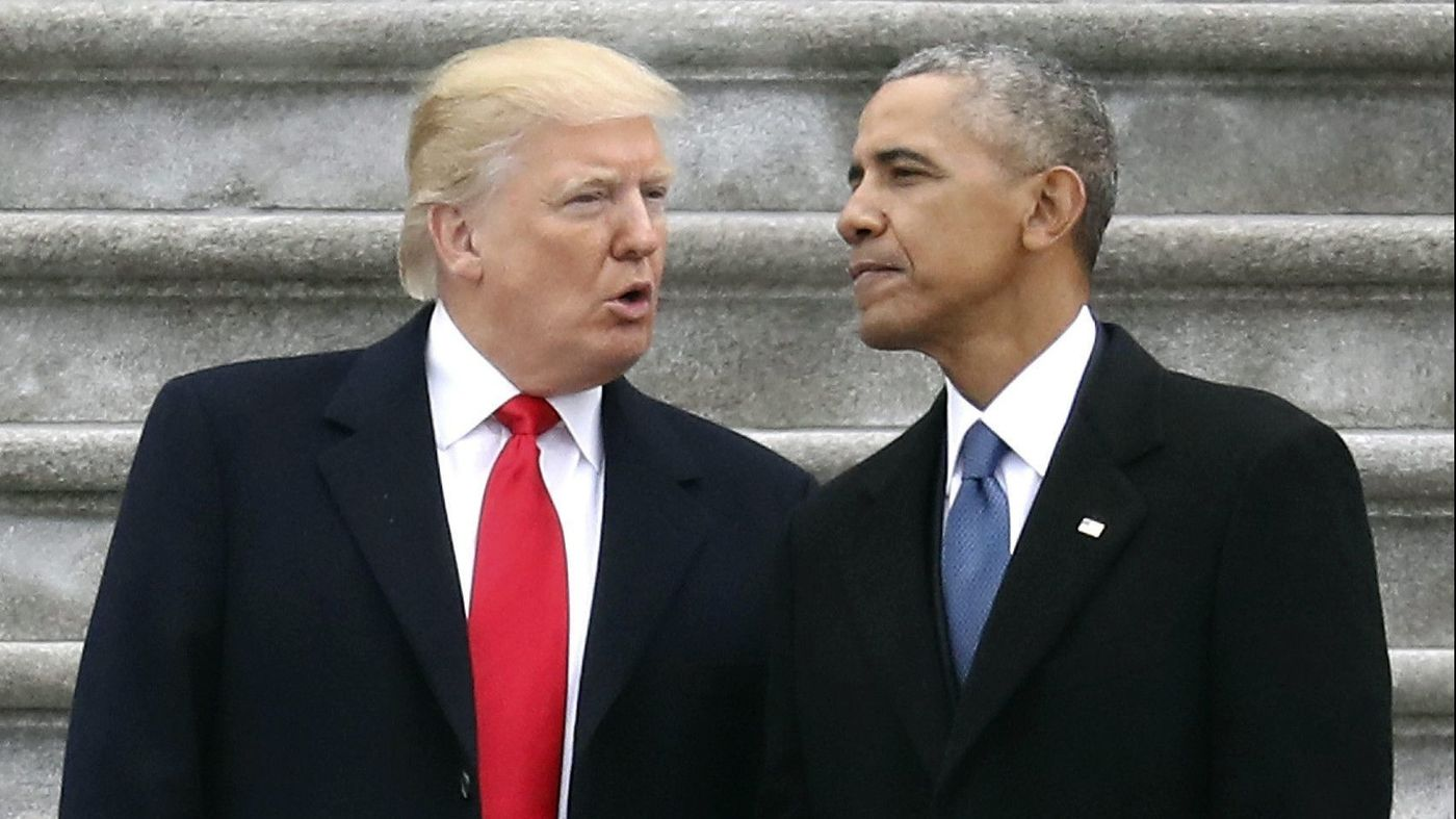 El presidente Donald Trump con el ex presidente Barack Obama. Vía Los Angeles Times.