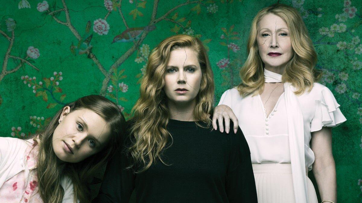 Eliza Scanlen, Amy Adams y Patricia Clarkson en  Sharp Objects  (HBO)