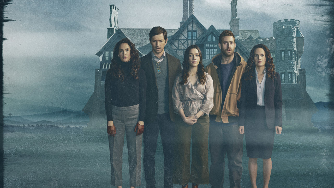 Kate Siegel, Michiel Huisman, Victoria Pedretti, Oliver Jackson-Cohen y Elizabeth Reaser en The Haunting of Hill House (Netflix)
