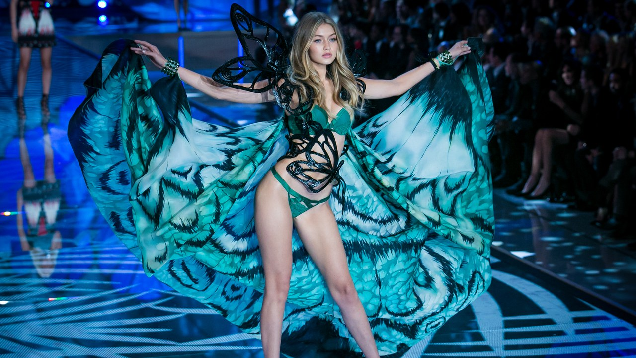 Gigi Hadid en el Victoria's Secret Fashion Show, 2015. Foto: Getty Images.