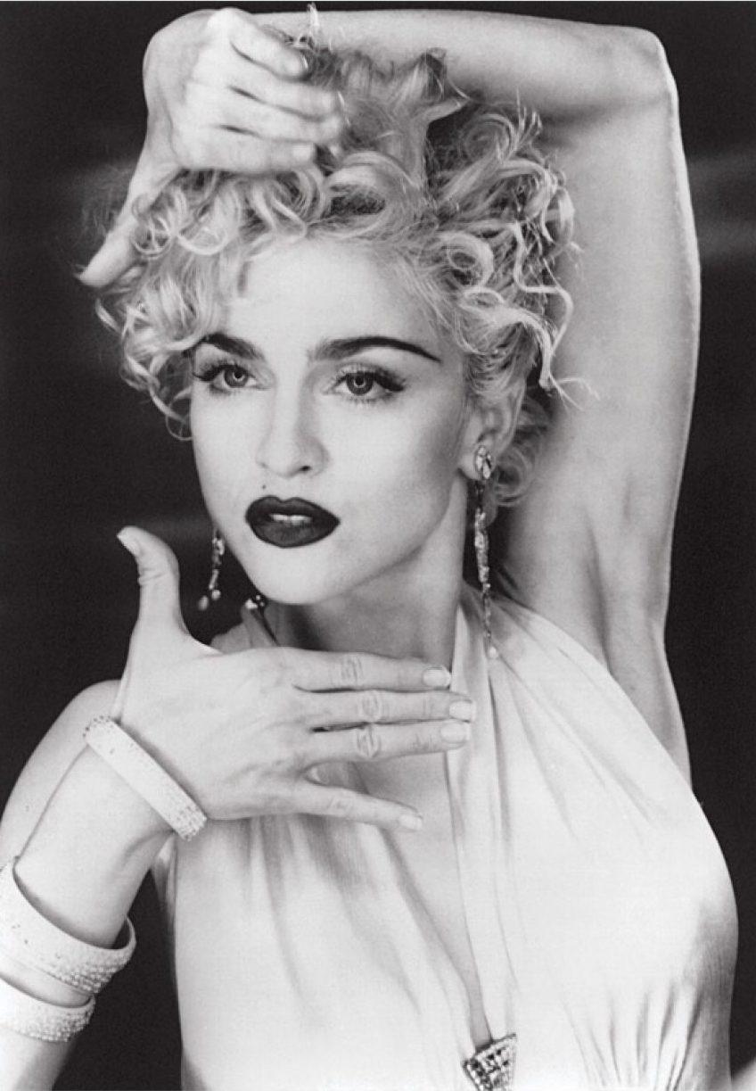 Madonna en el video musical de  Vogue  , 1990. Imagen vía Mixmag