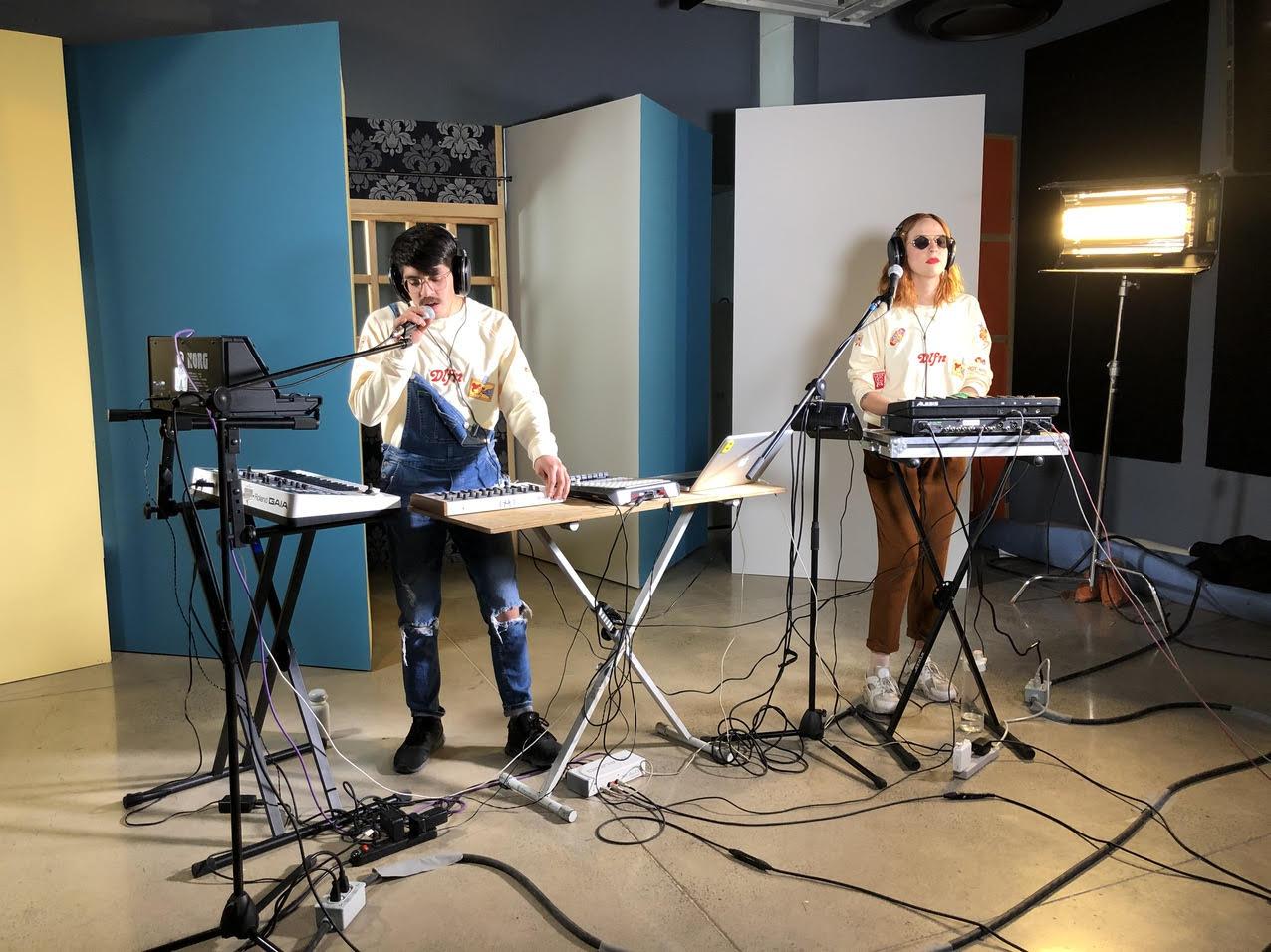 Imagen de la sesión en vivo para Ibero 90.9 e Ibero TV de Budaya. Foto: Diana Stern / Ibero 90.9