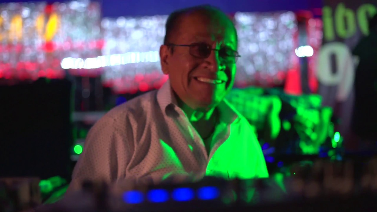 Ramón Rojo, fundador de Sonido La Changa, quien participó en parte de los festejos por los XV años de Ibero 90.9 en el Salón Tropicana en 2018. Foto: Ibero 90.9
