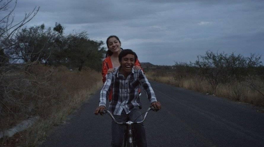 Escena de la película,  Huachicolero , donde aparecen los personajes de Lalo y Ana. Foto: publimetro