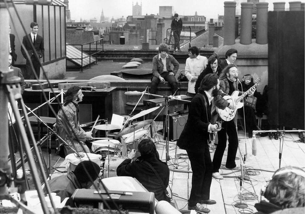 Los Beatles en su última presentación juntos en la azotea de Apple Corps, Londres, 1969. © EXPRESS