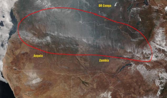 Una imagen de satélite muestra el fuego que cruza por Angola, Zambia y el Congo. Fecha 25 agosto 2019. Foto vía Nasa