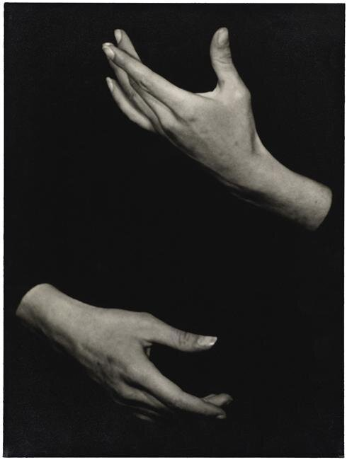 dos brazos oscuros.jpg