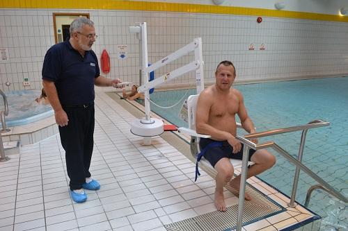 splash-pool-hoist-therapy.jpg