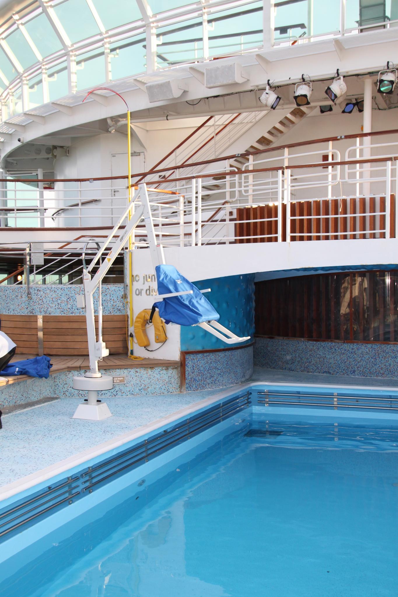 splash-pool-hoist-cruise-liner.JPG