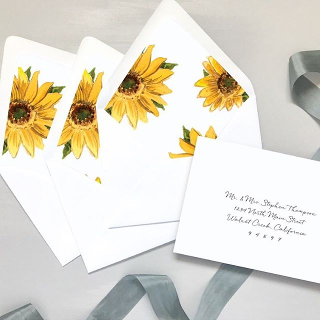 Did you know sunflowers symbolizes adoration, loyalty, and longevity? That's why I love seeing them incorporated into weddings! 🥰