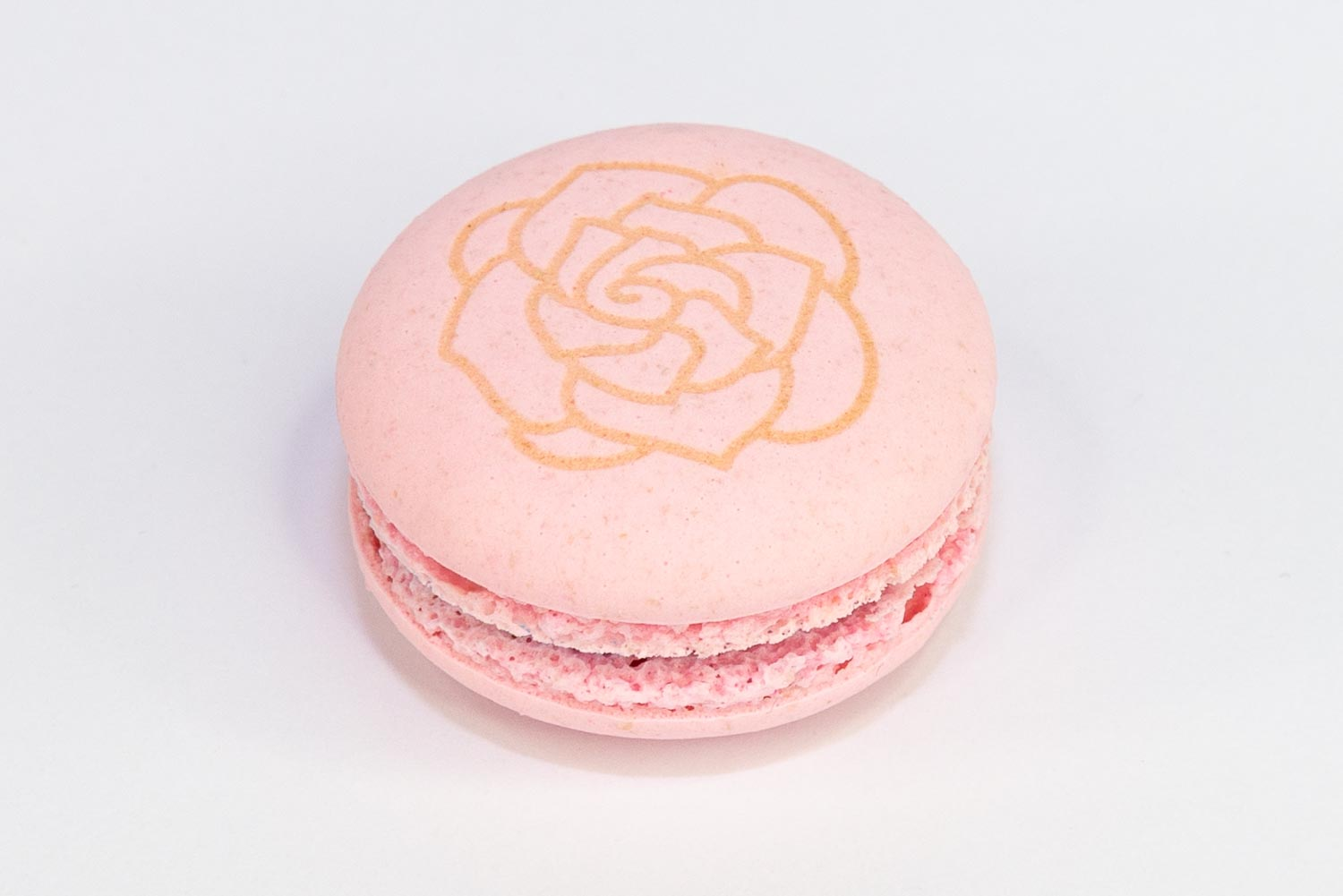 a flower engraved on a macaron