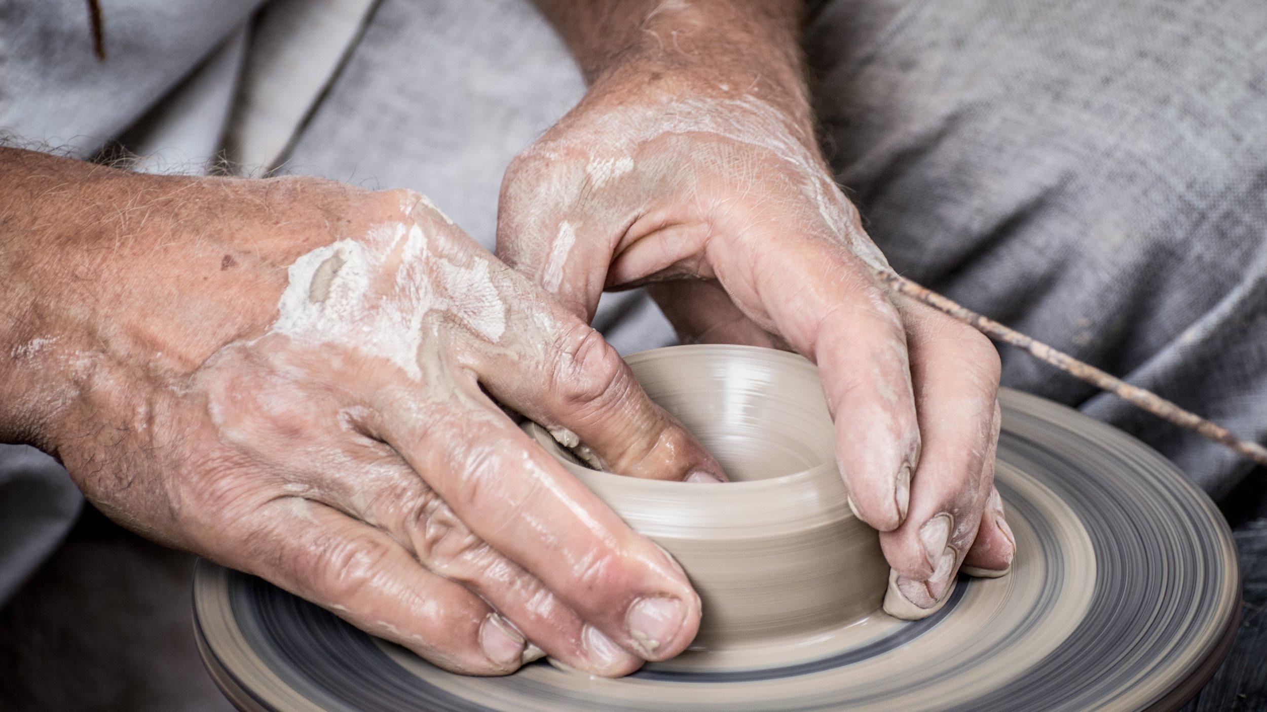 hands-1139098.jpg