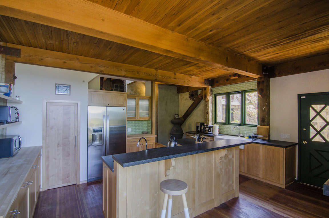 Another view of the the kitchen.