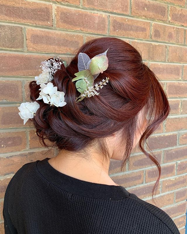 Getting creative with this beautiful updo 🌿