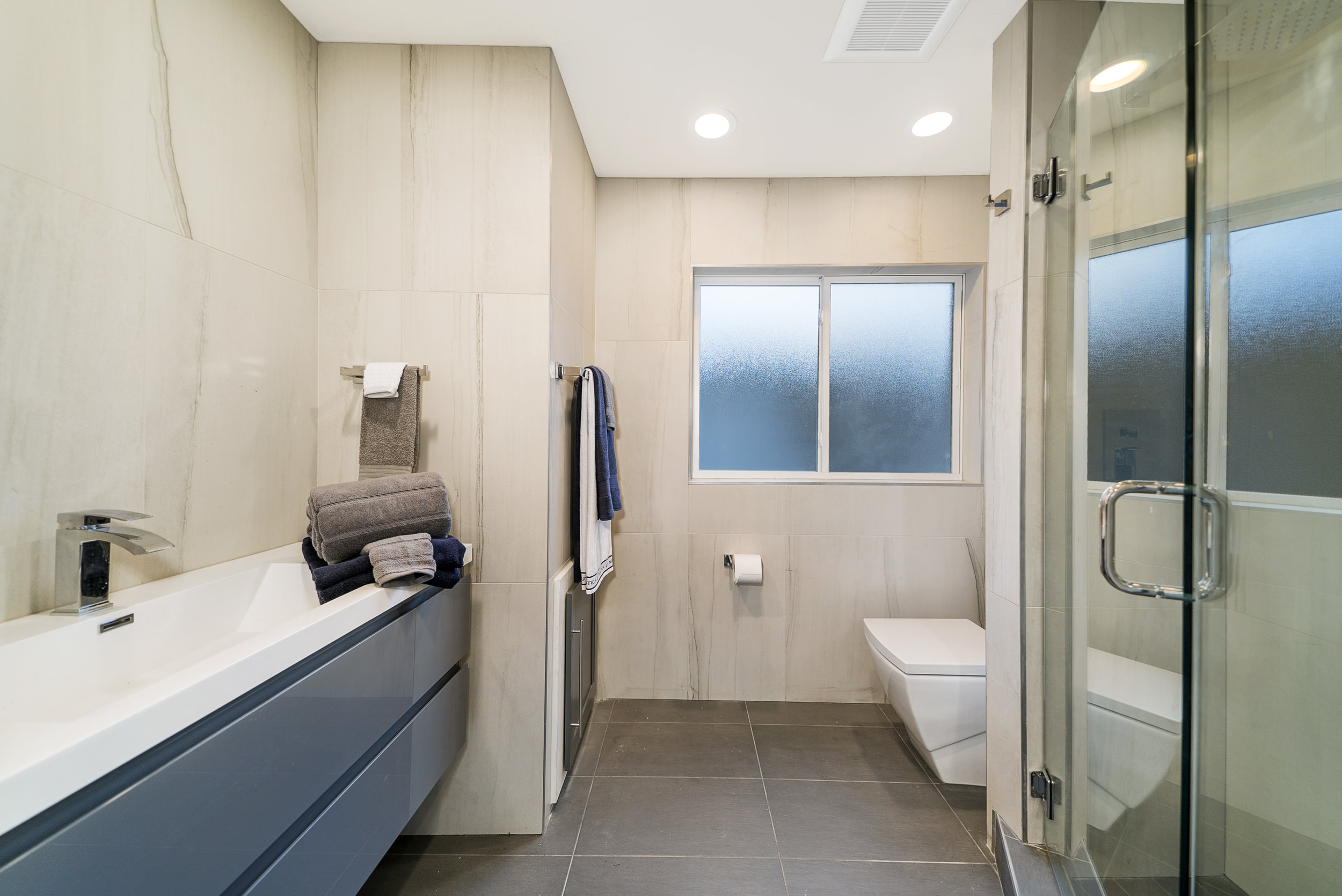 Solstice Houseboat Guest Bathroom.jpg