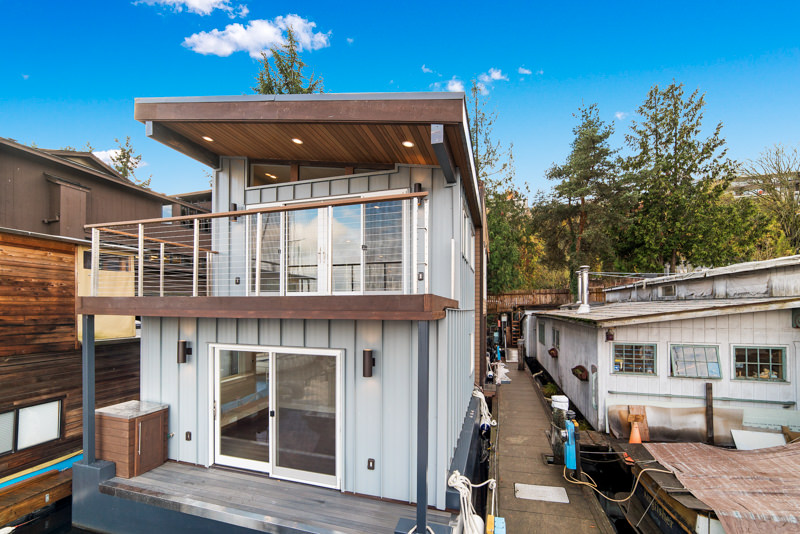 Solstice is at her permanent slip! - Solstice, a 2-story houseboat with a rooftop deck, will officially be complete and ready to go on the market end of November, 2017. This luxury houseboat has been in the works for a while now and is finally in the end stages of construction.