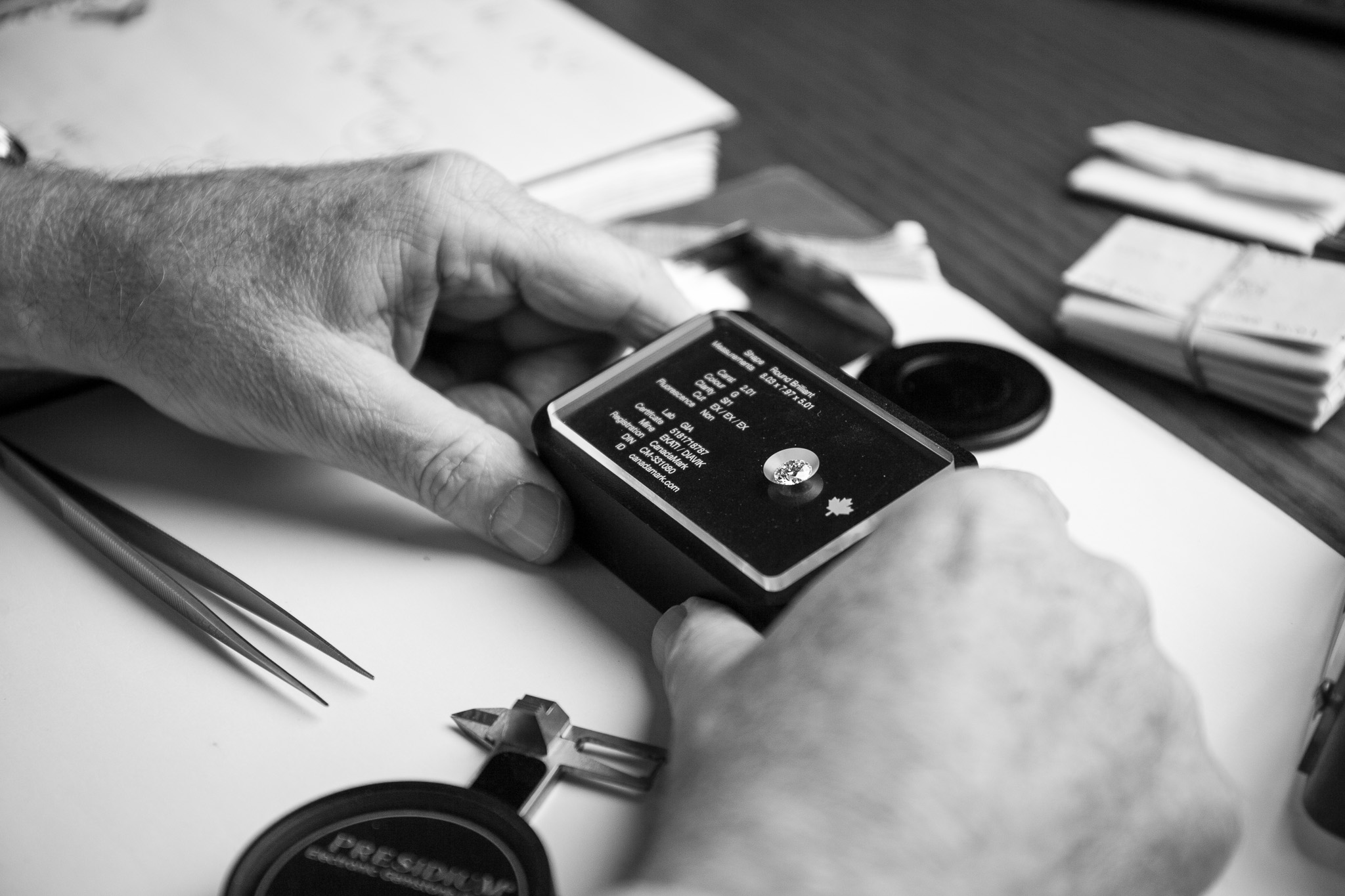 Sales Simplified - Spectacular beauty and certified grading information are keys to a persuasive presentation. The Authentication Plate System™ builds trust with your customer.Give your staff confidence in a sales environment, with a clear layout of the nuances of each diamond at hand.