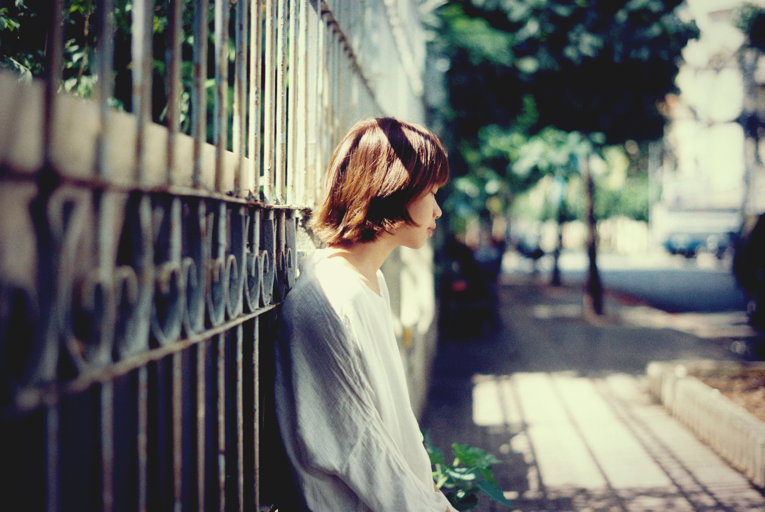 Sientes que tienes que forzar temas de conversación - Esa conversación fluida o emocionante que antes dominaba tu relación, ya no está ahí.