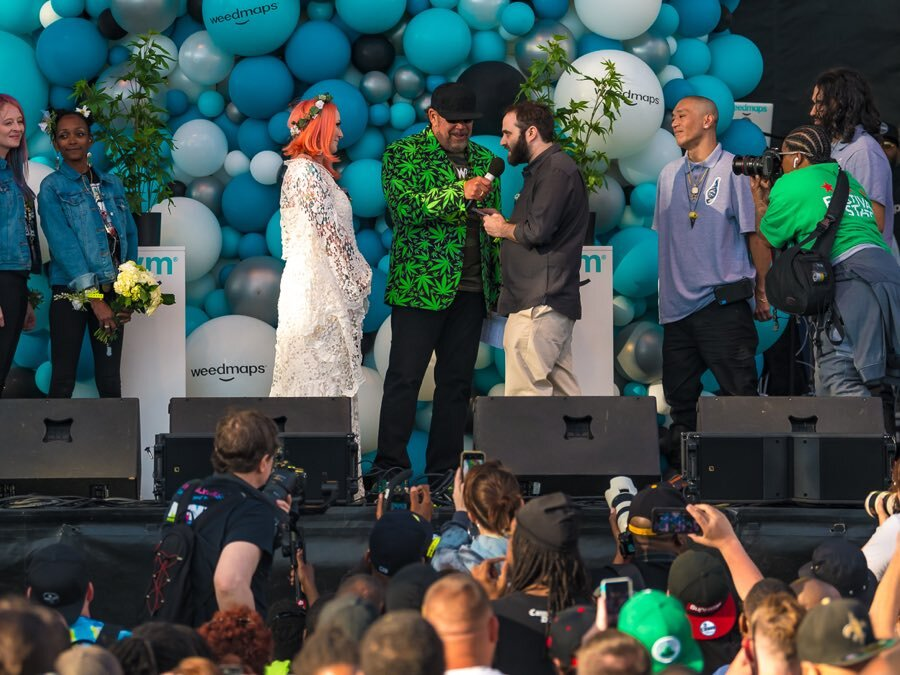ULTIMATE WEED WEDDING -