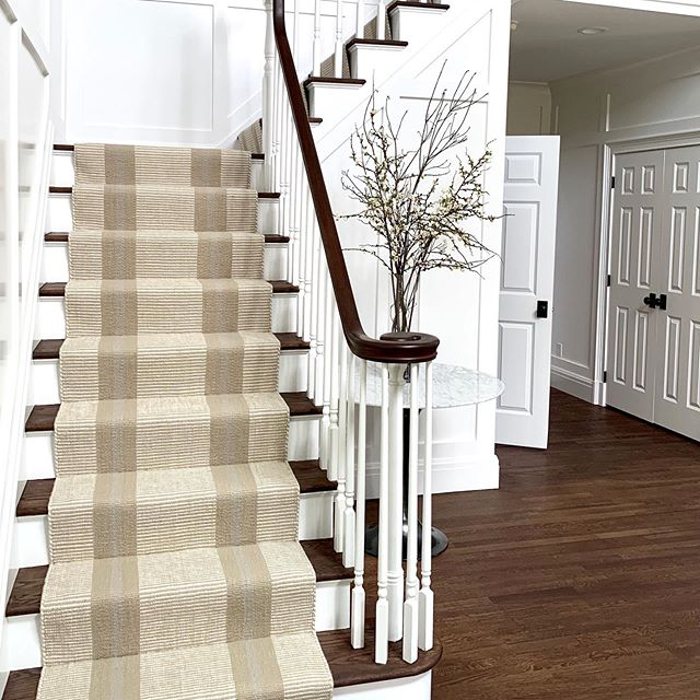 I love vertical stripes on stairs - they add symmetry and naturally lead the eye upwards! 100% wool is warm, soft underfoot and sustainable - plus naturally fire retardant! 💚#customstairrunners #stairrunner #stripes #customcarpet