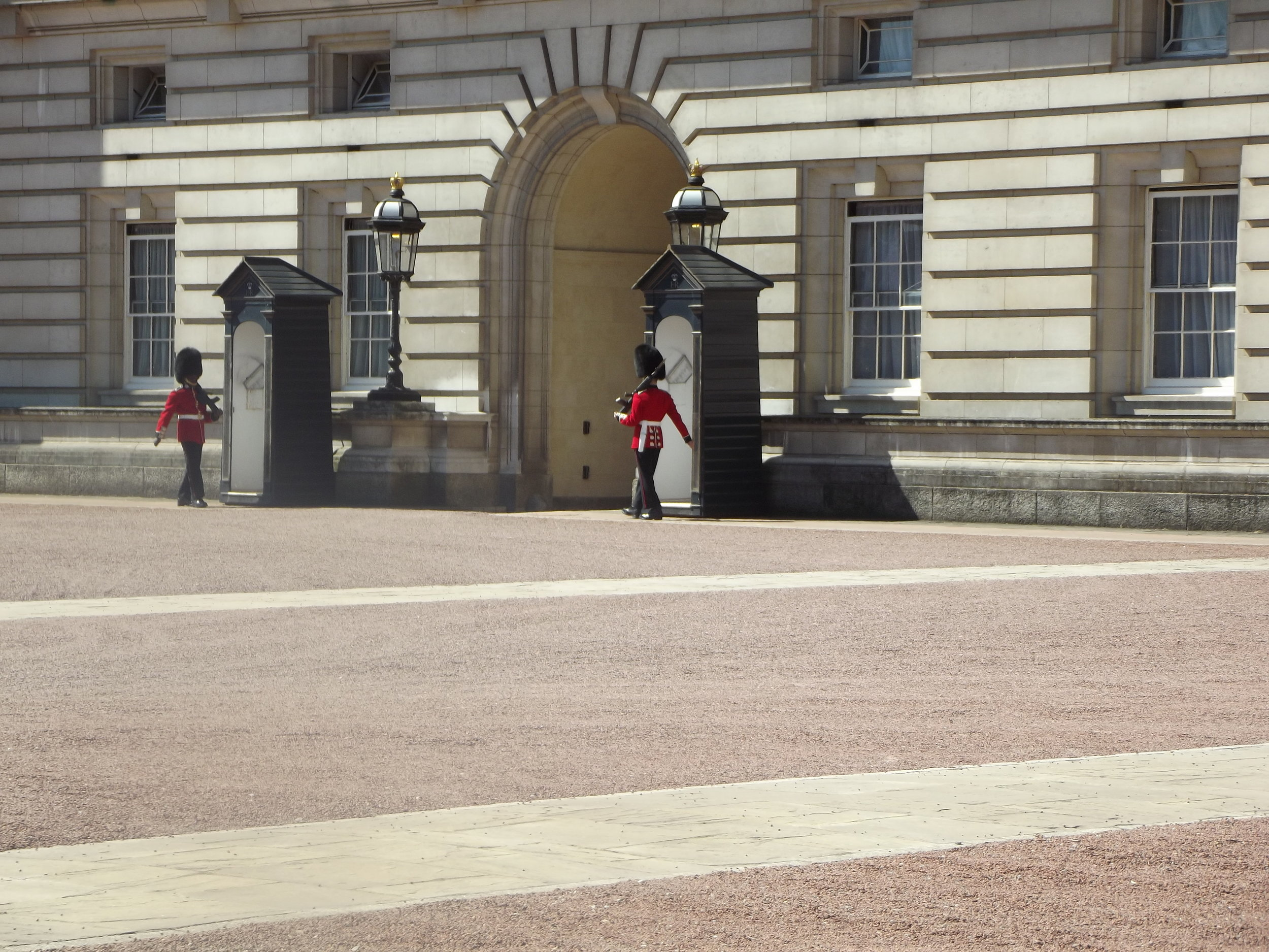 what-to-do-in-london-buckingham-palace1.jpg