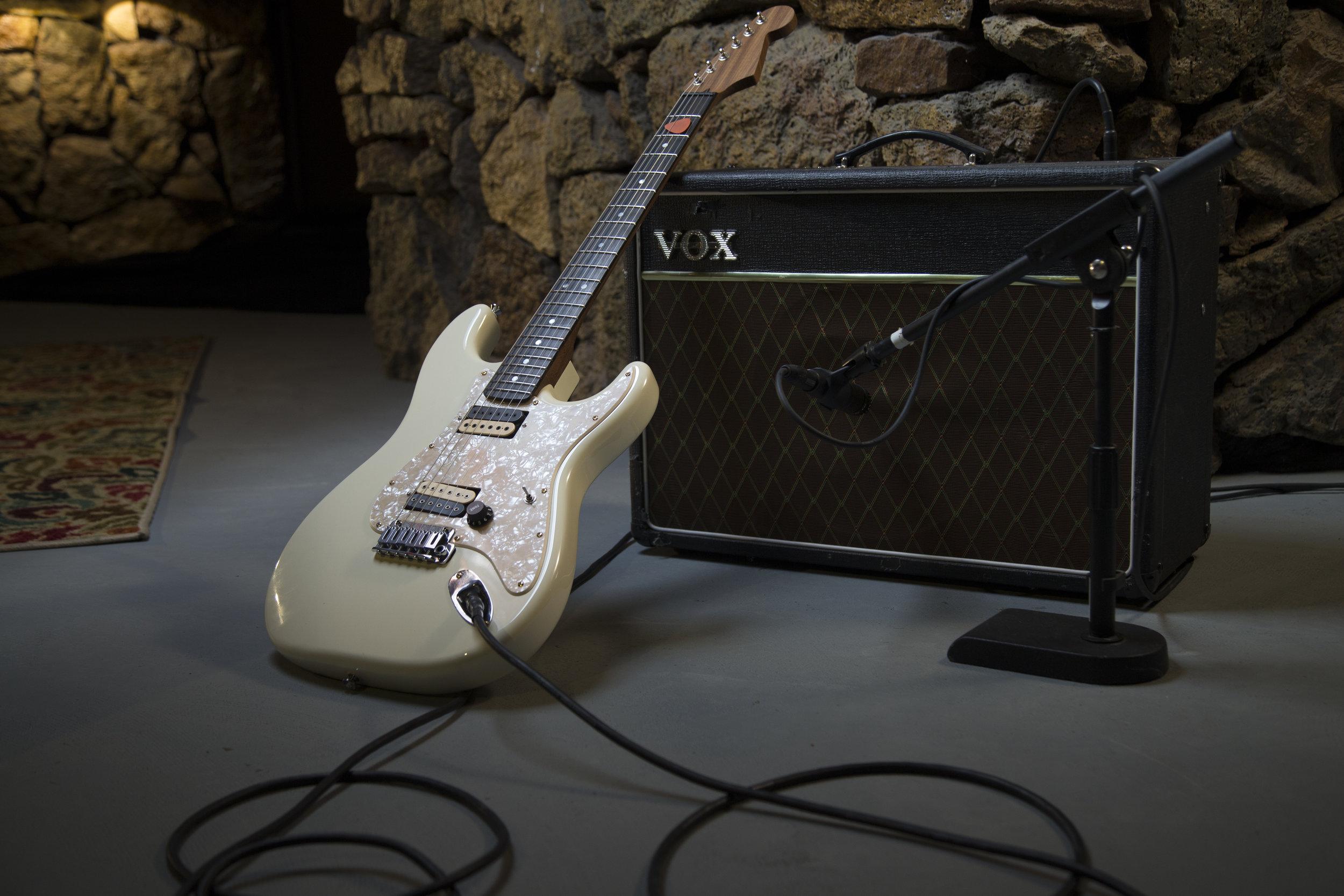 amp-guitar-wide.jpg