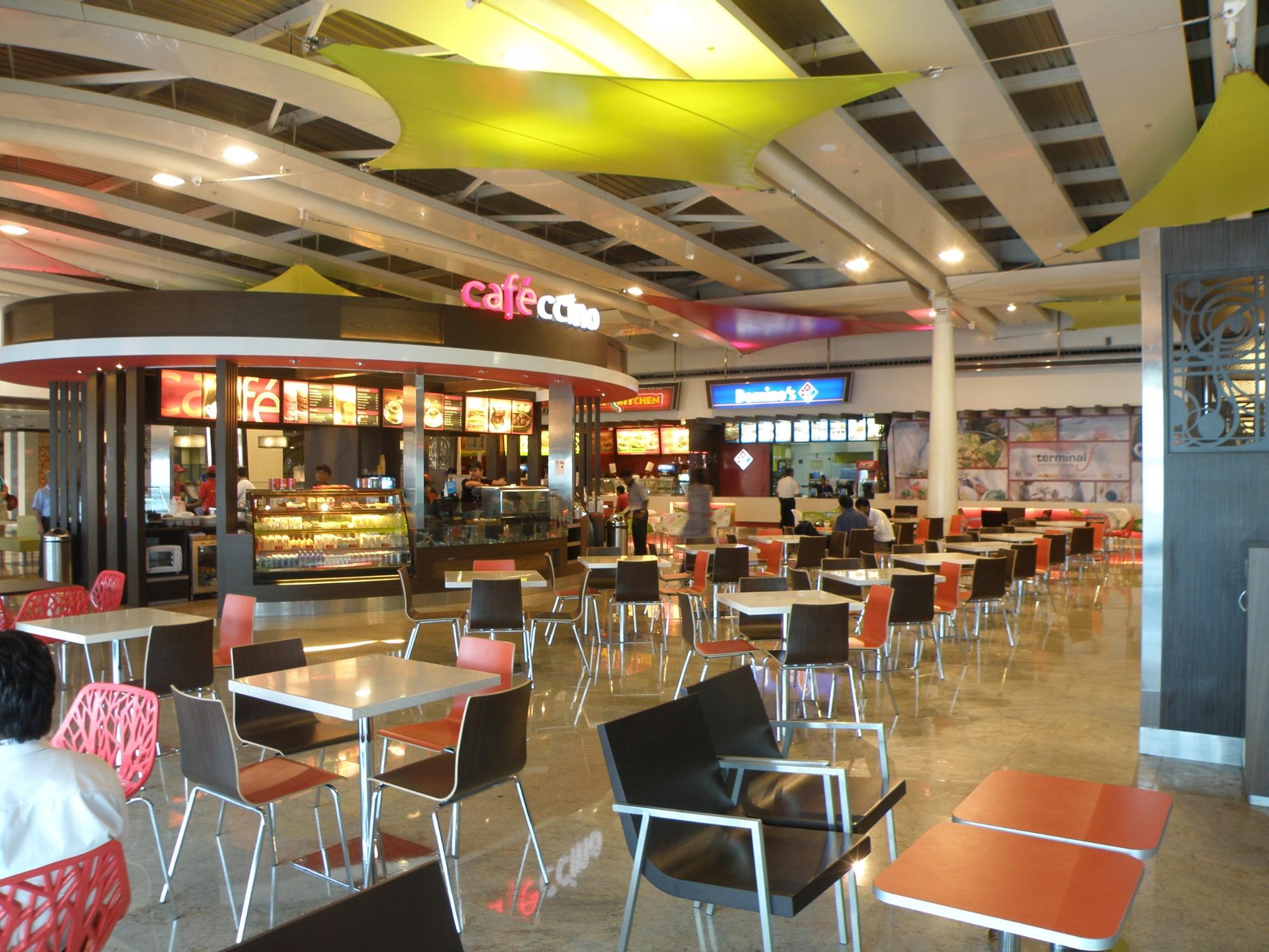 Terminal_food_court_between_terminals_1A_and_1C_at_Mumbai_airport_(2).JPG