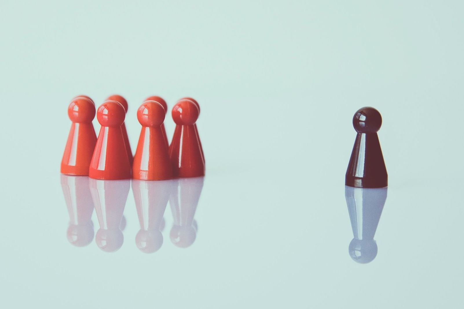 alone-chess-pieces-color-1679618.jpg