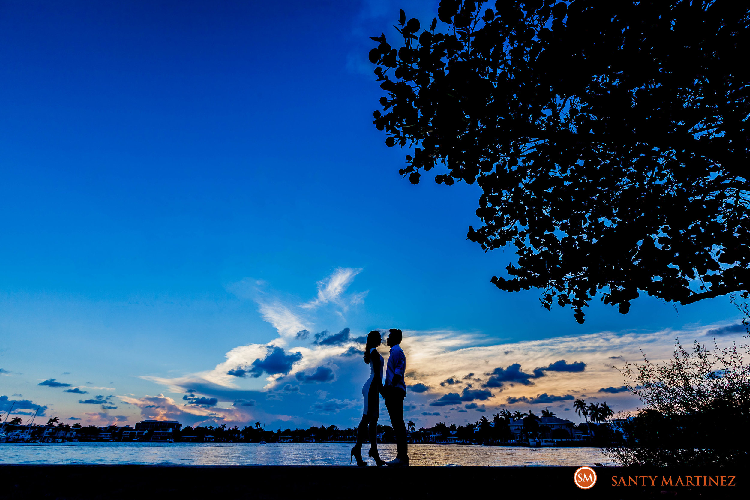 Engagement Session Hugh Taylor Birch State Park - Photography by Santy Martinez-16.jpg
