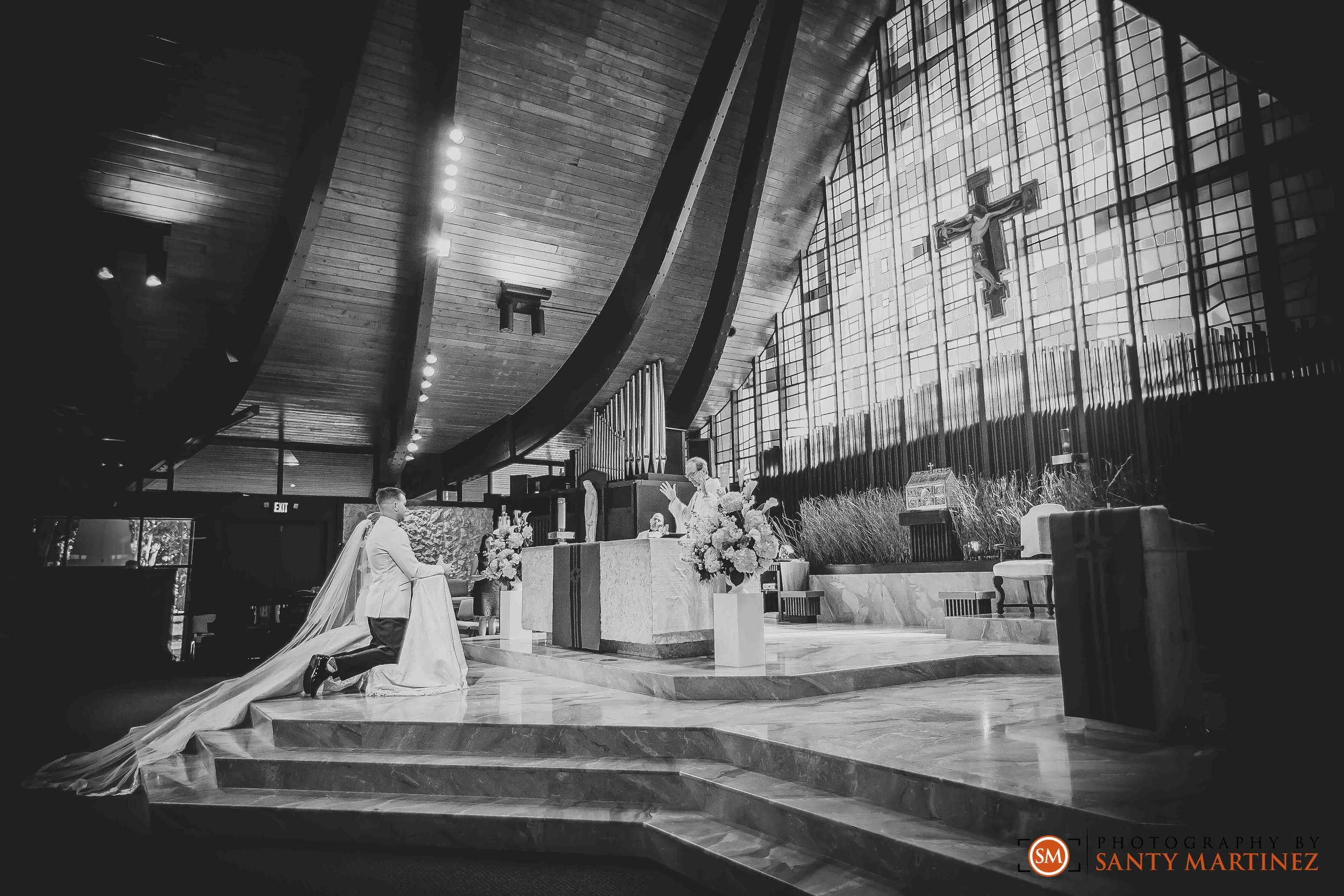 Wedding - St Hugh Catholic Church - Rusty Pelican - Key Biscayne - Photography by Santy Martinez-24.jpg