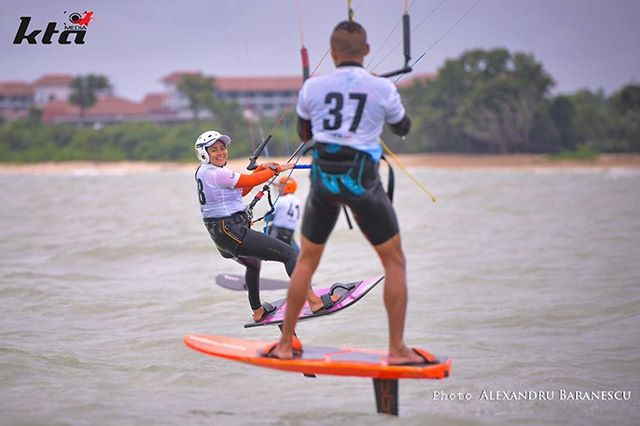 The racing can be furious, but there's is always time for friends on the KTA where kiting is still fun 🙂 . . #photooftheday #sports #hydrofoil #nature #travel #risewithasia #Desarucoast friends #filloftheday #kiteboarding #extreme #beachlife