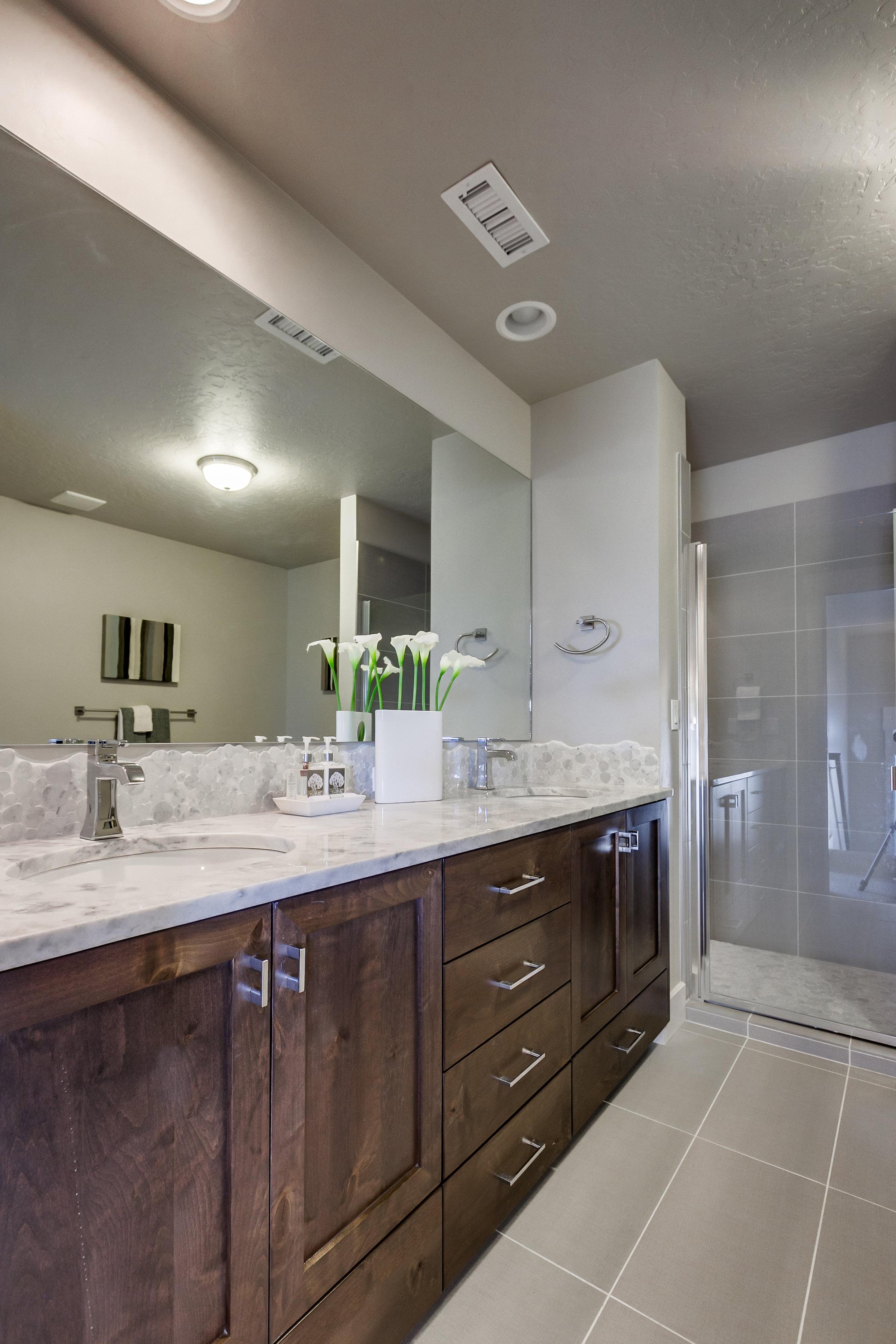 Bathroom 2-2.jpg