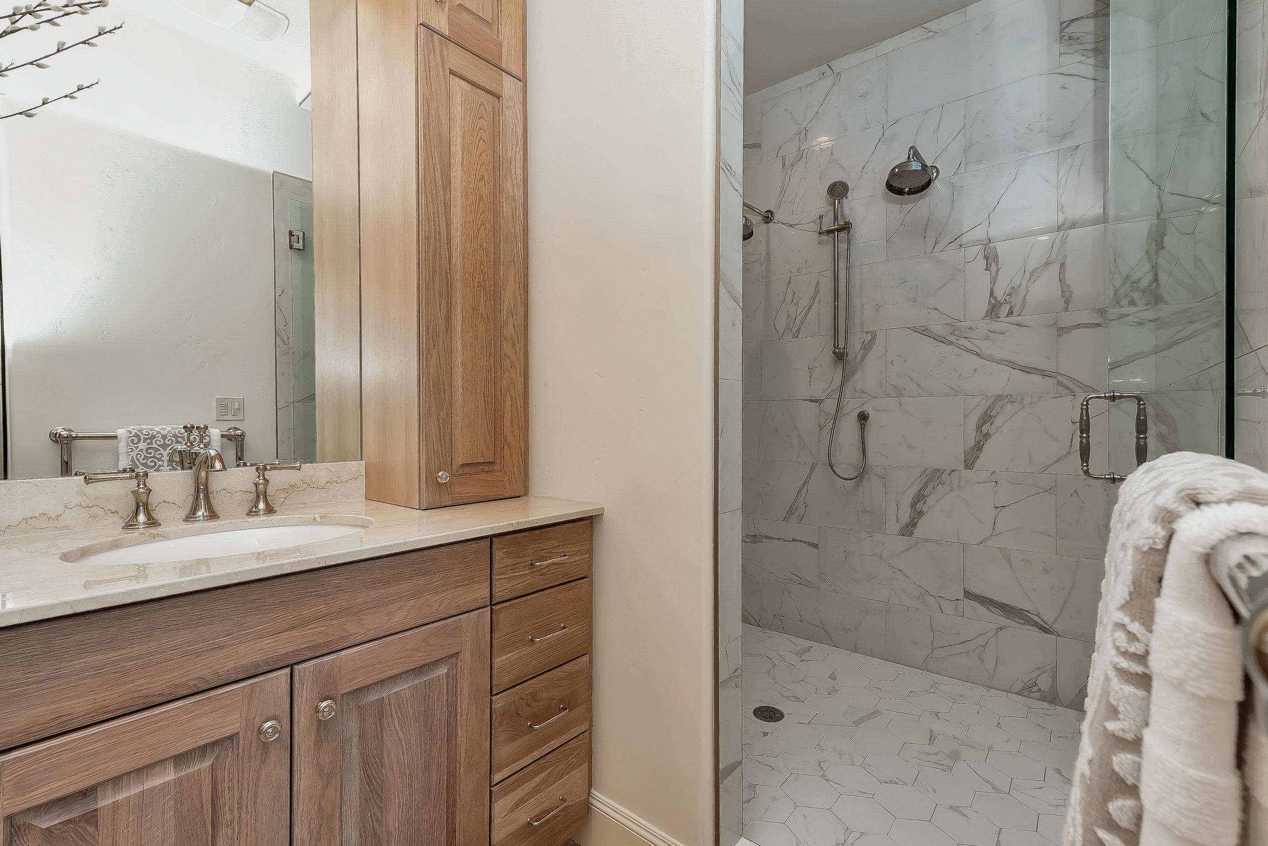048_Master Bathroom .jpg