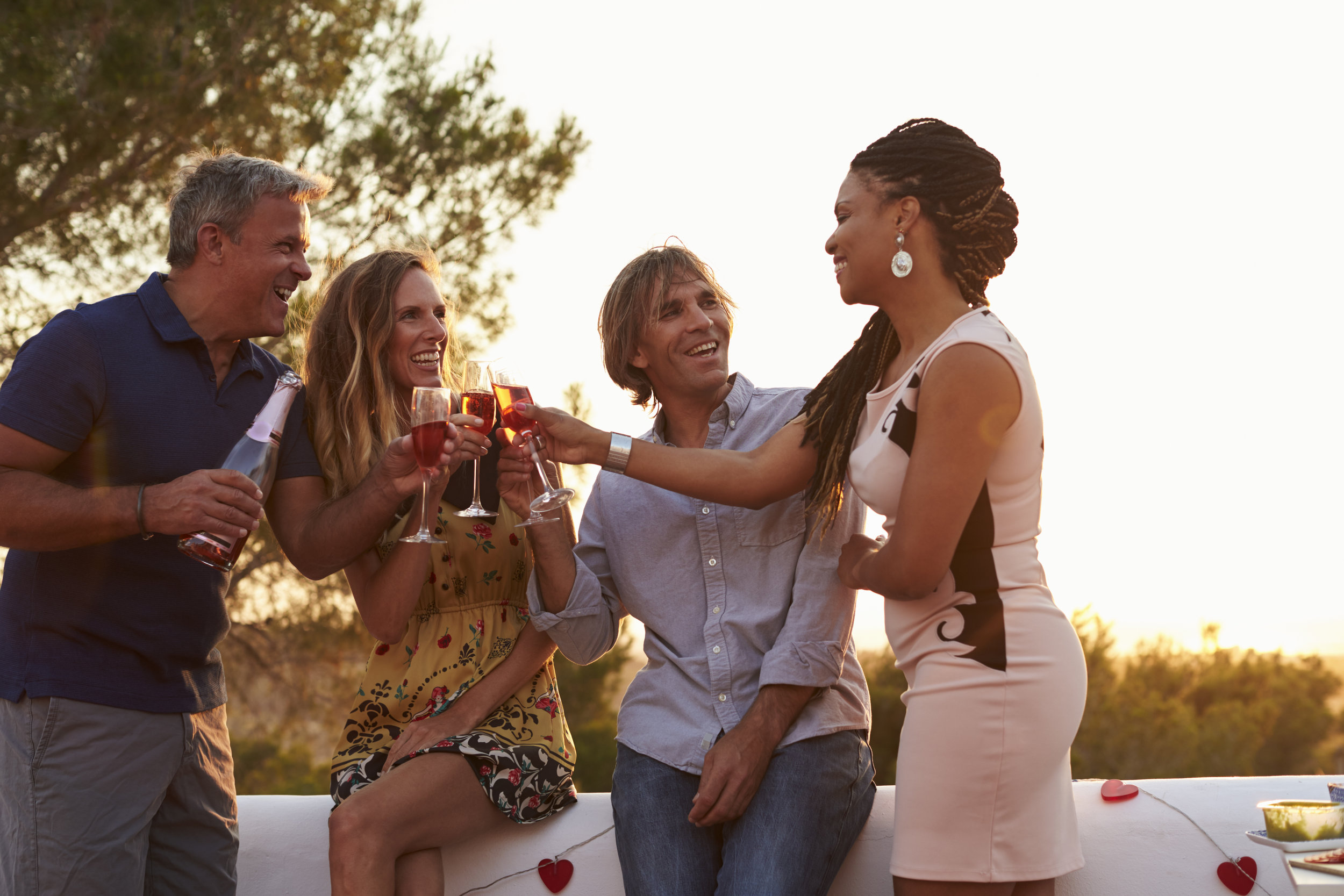 Drinks_Friends_iStock-639710138.jpg