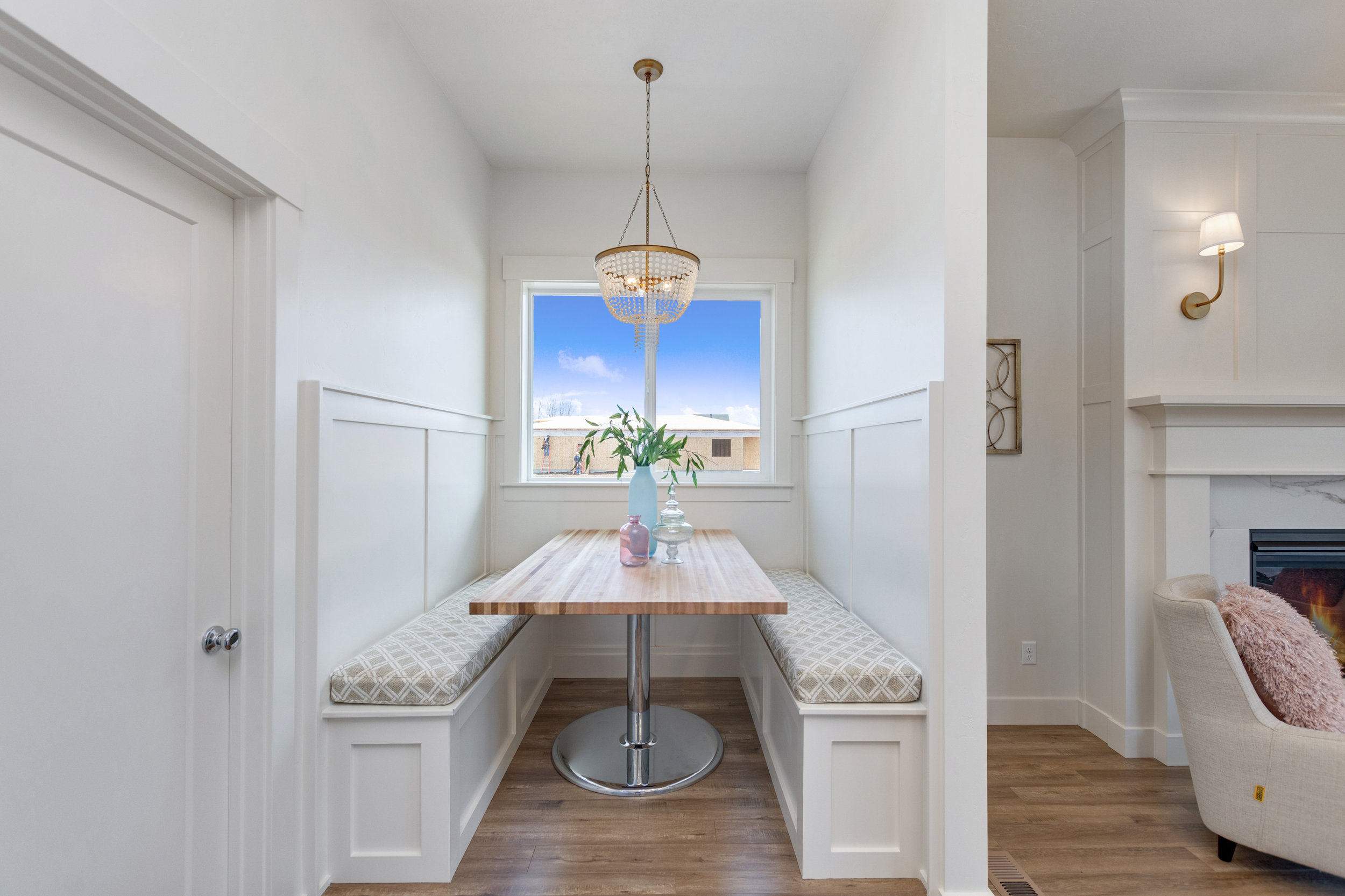 25-Breakfast Nook.jpg