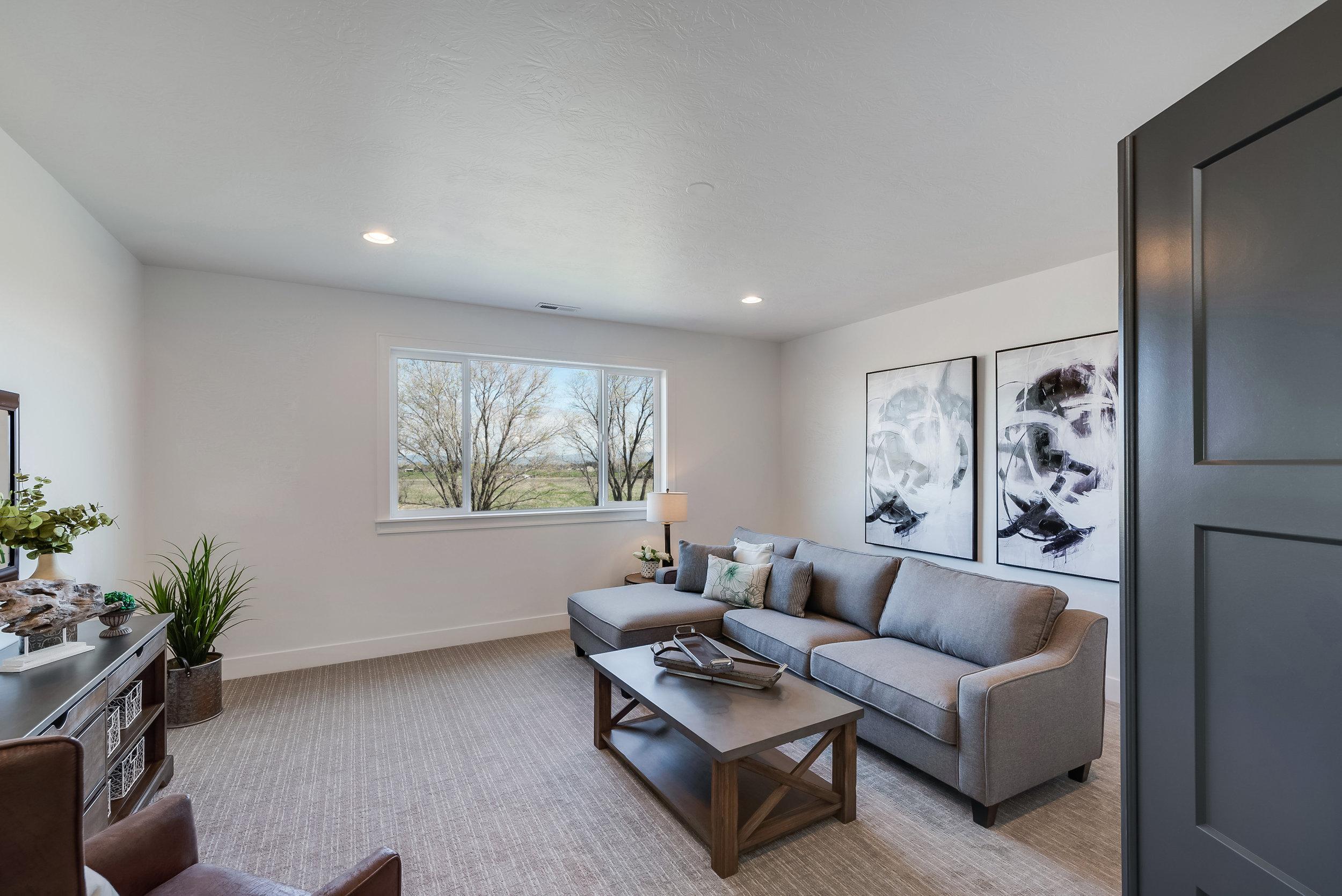 42-Living Area.jpg
