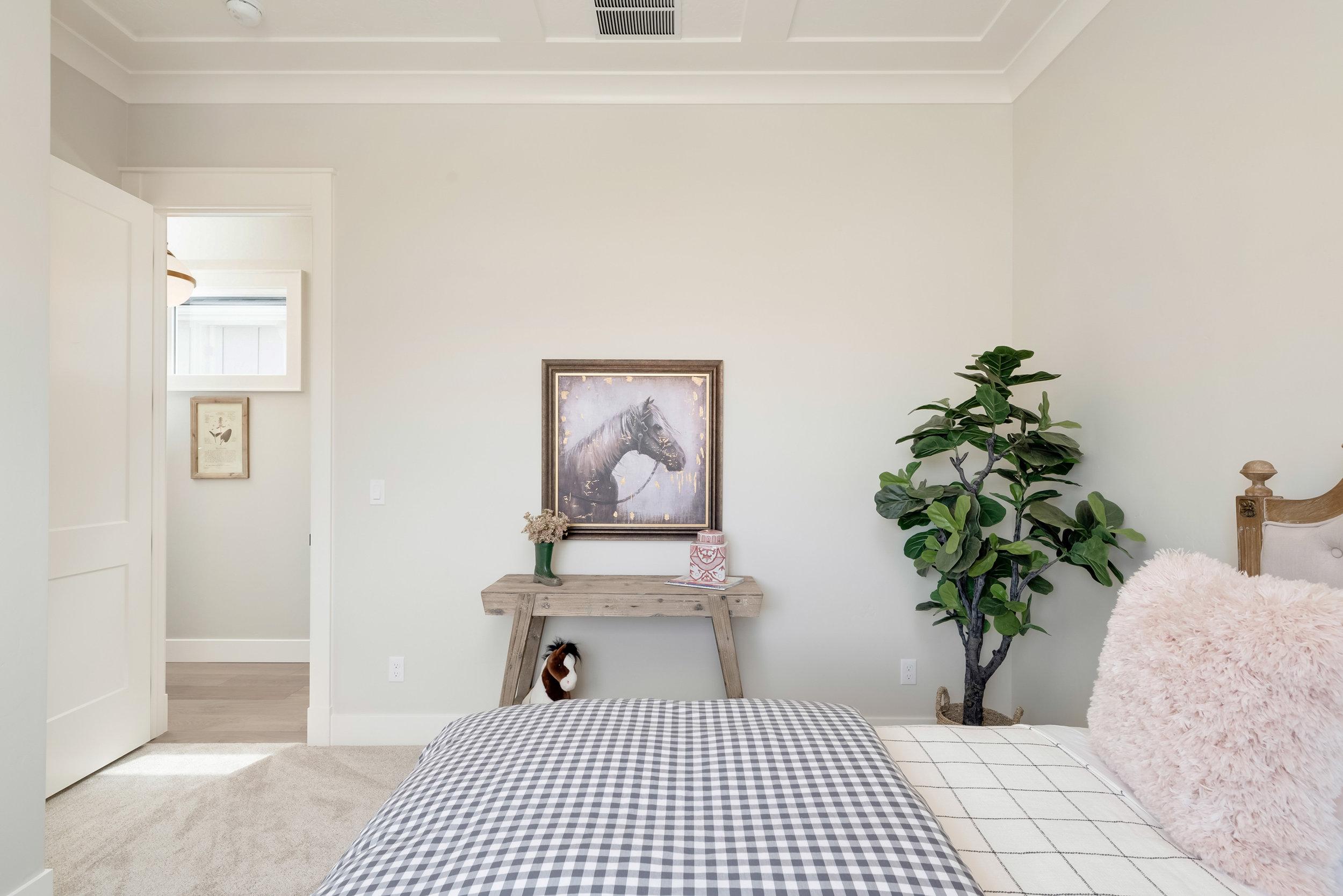 40-Bedroom.jpg