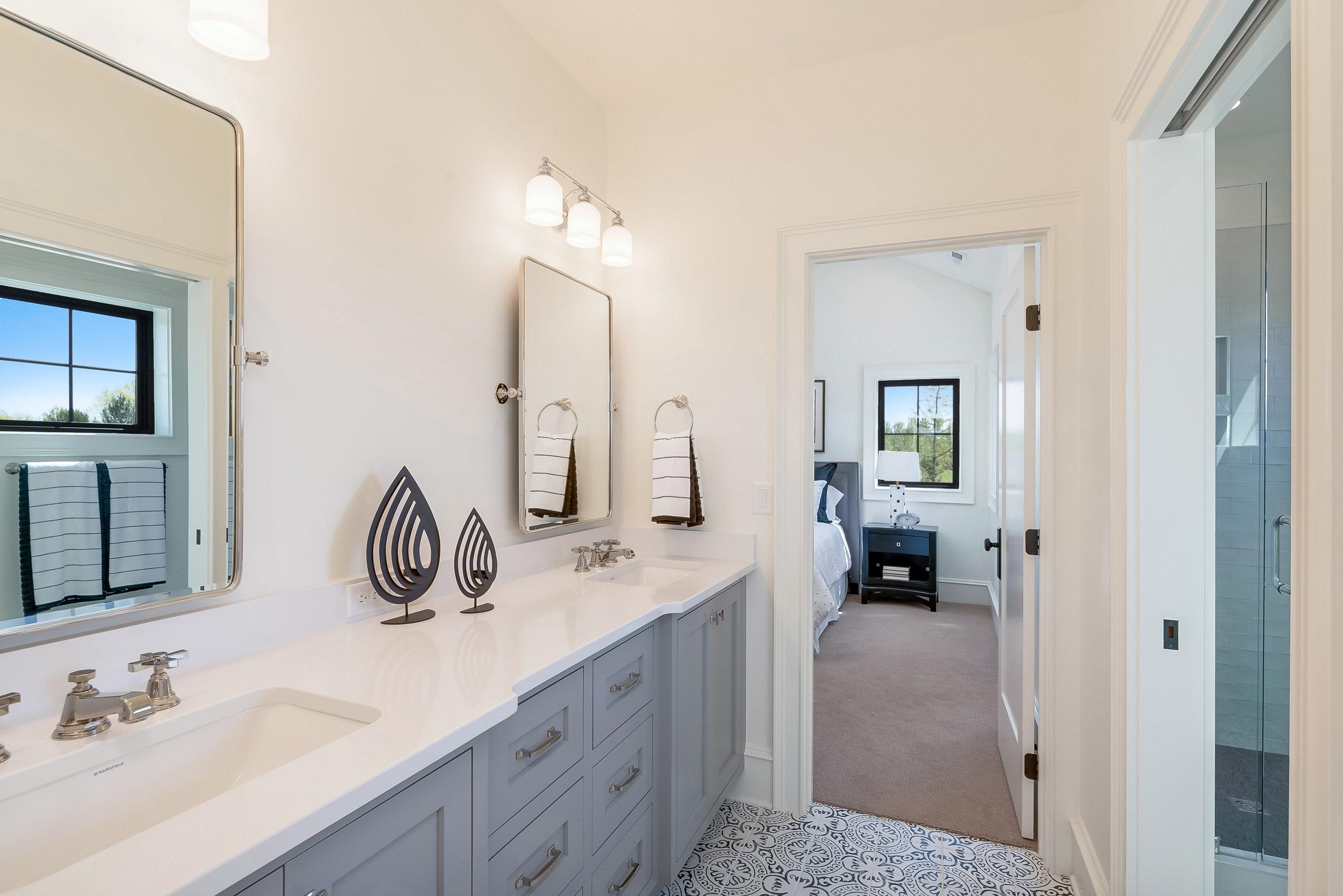 23-Bathroom.jpg