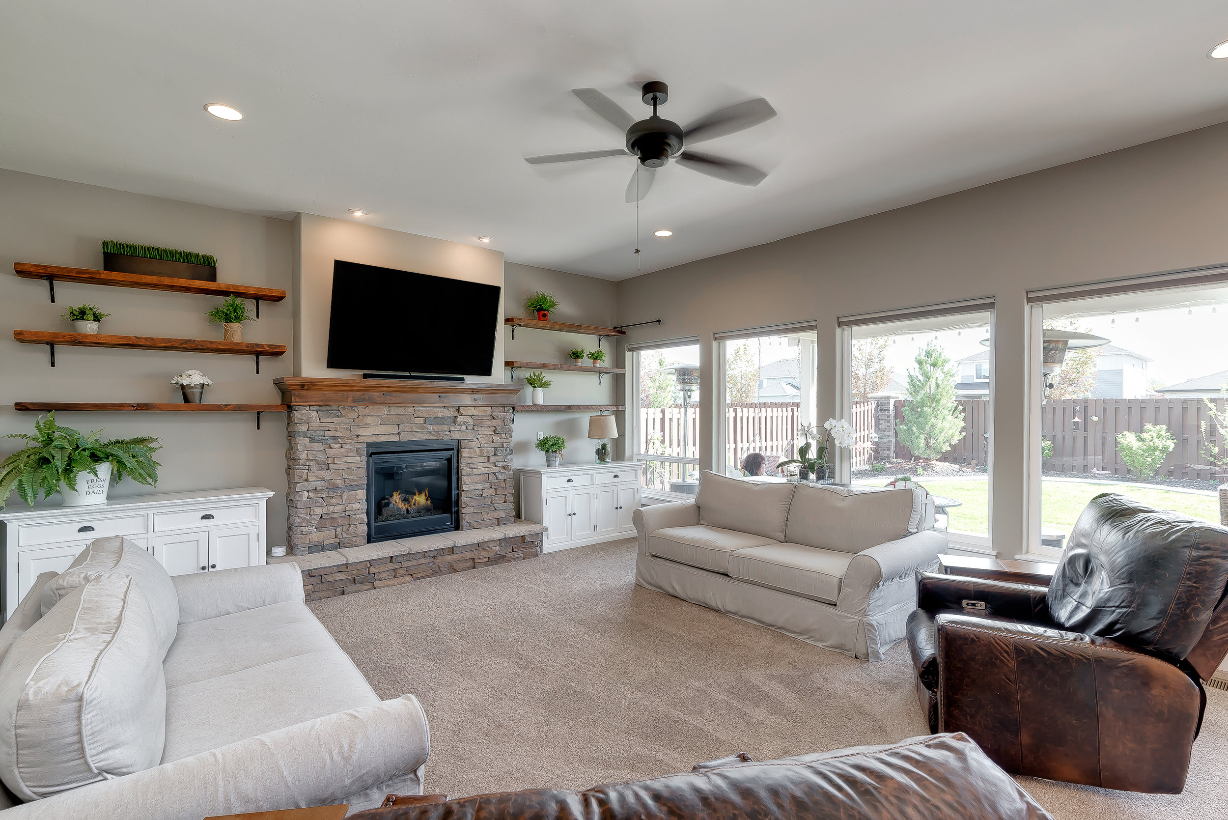 21-Living Room.jpg