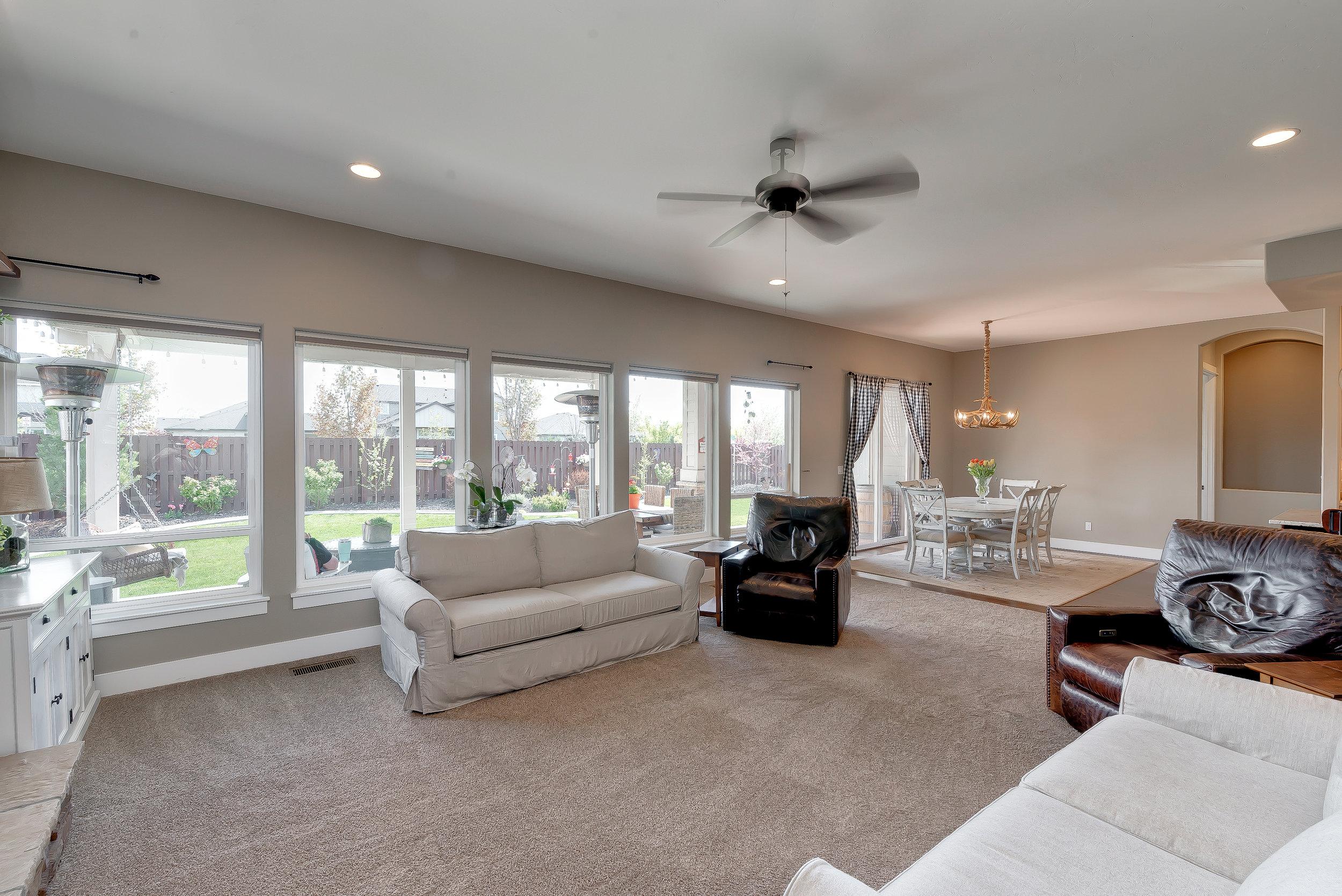 22-Living Room.jpg