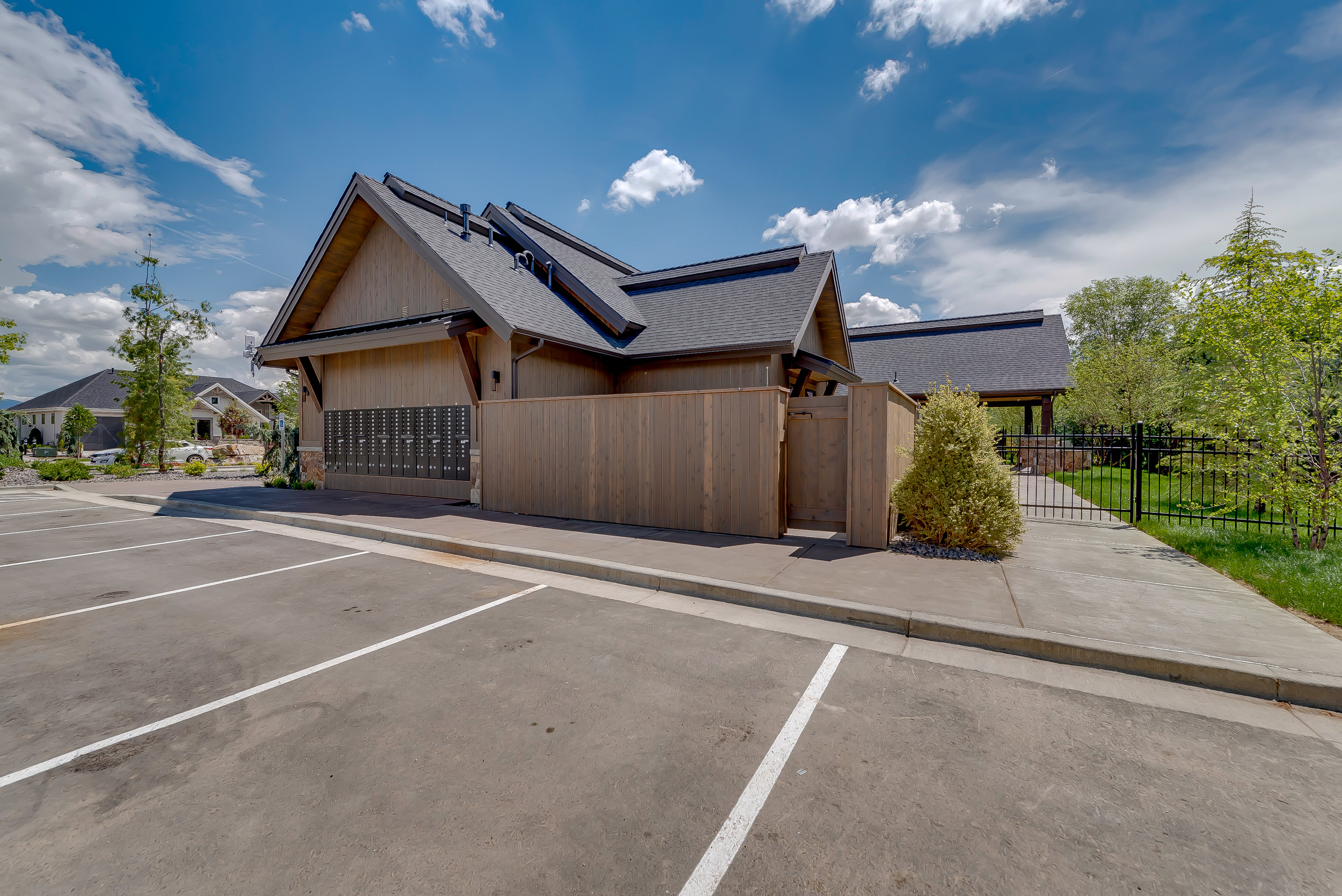 08-Williamson River Ranch Clubhouse.jpg