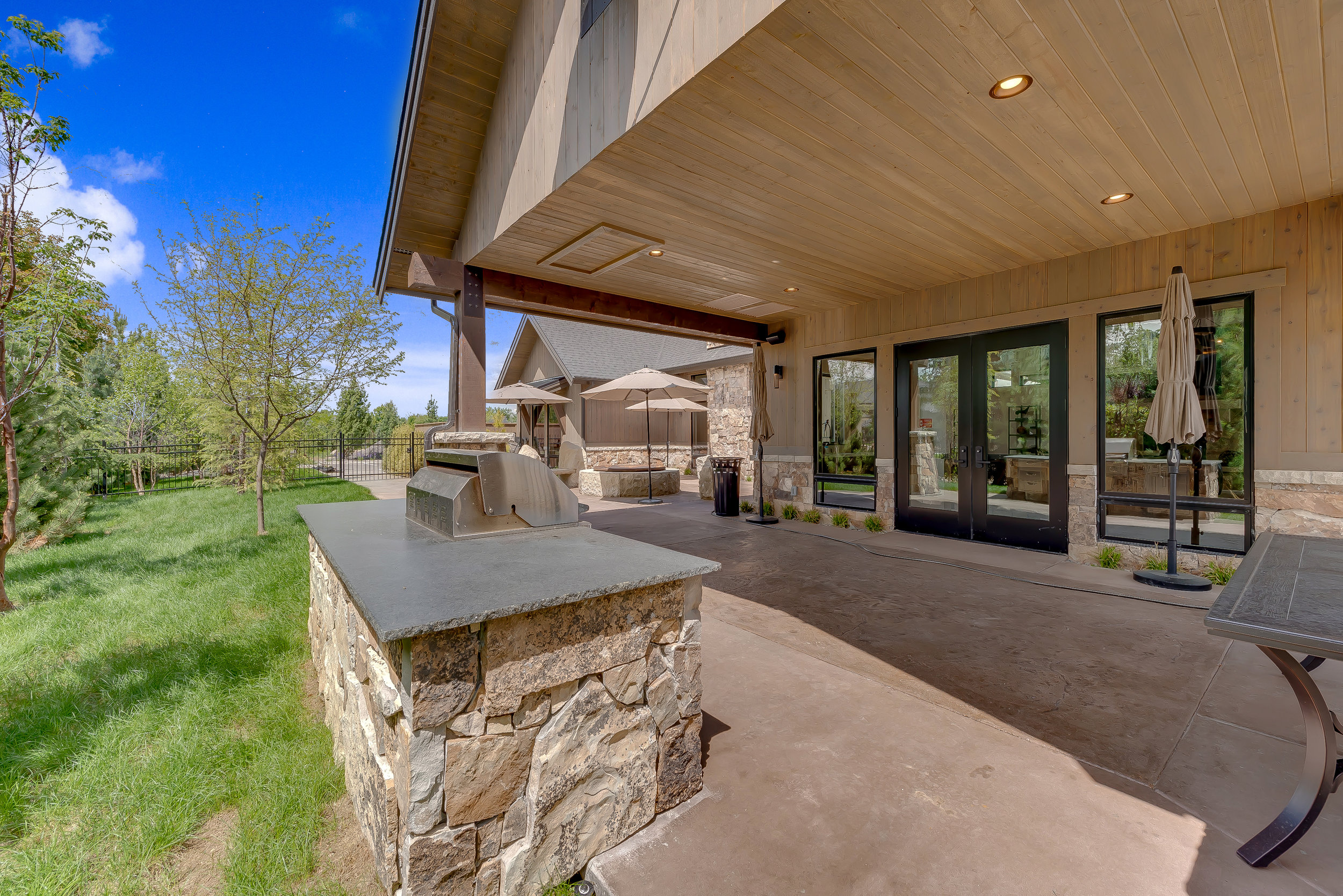 20-Williamson River Ranch Clubhouse.jpg