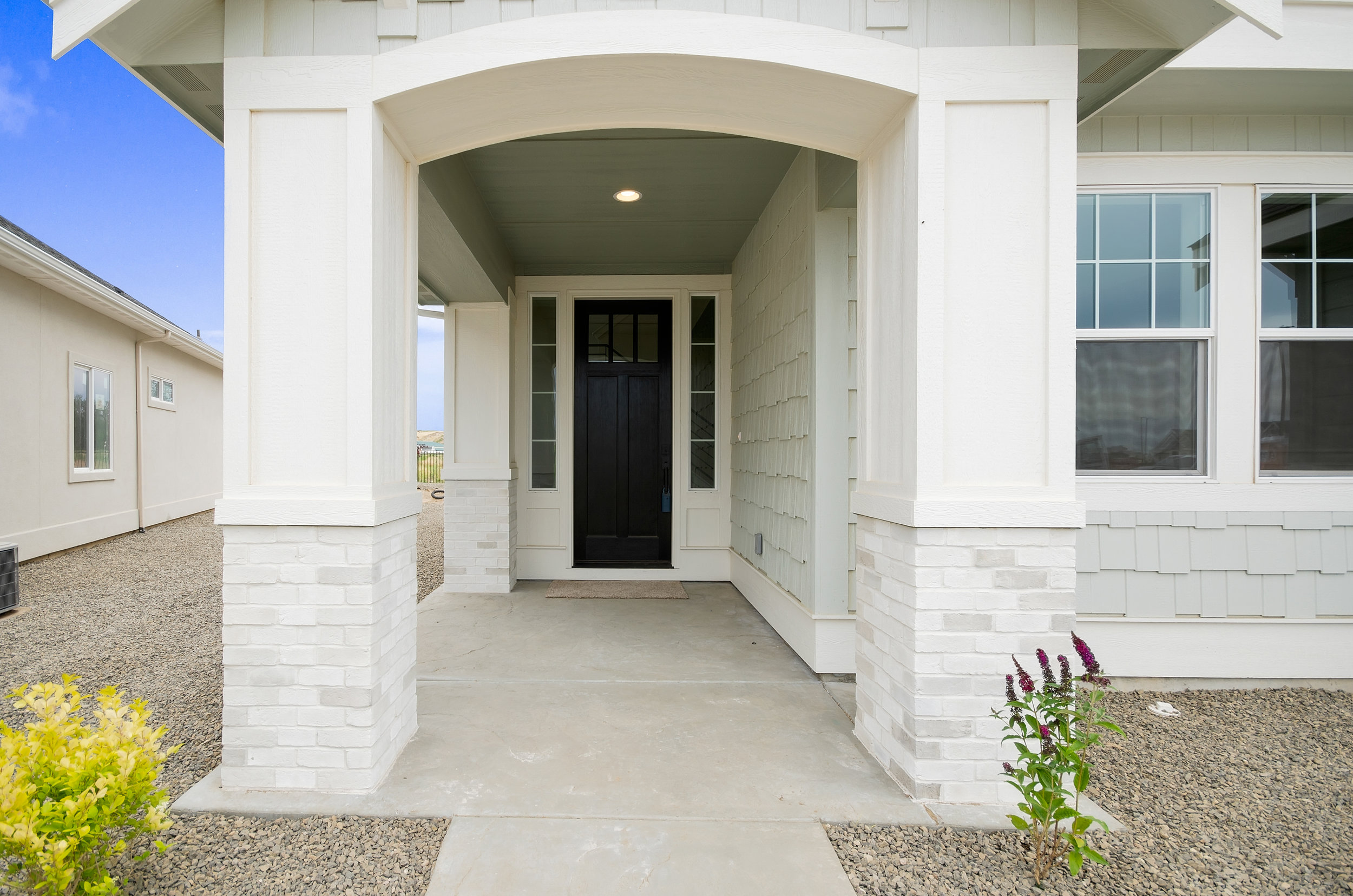 04-Exterior Entrance.jpg